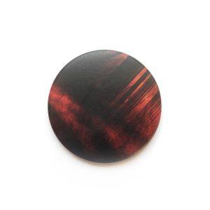 Abstrakter dunkelroter Magnet von Daniel Bandholtz