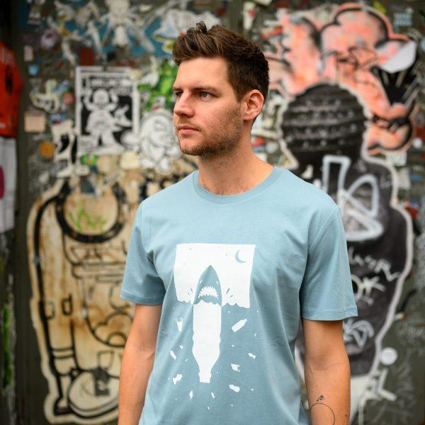 Anti Plastik T-Shirt für Herren, fair und Bio aus Bonn von Daniel Bandholtz: Fair, Bio und handbedruckt