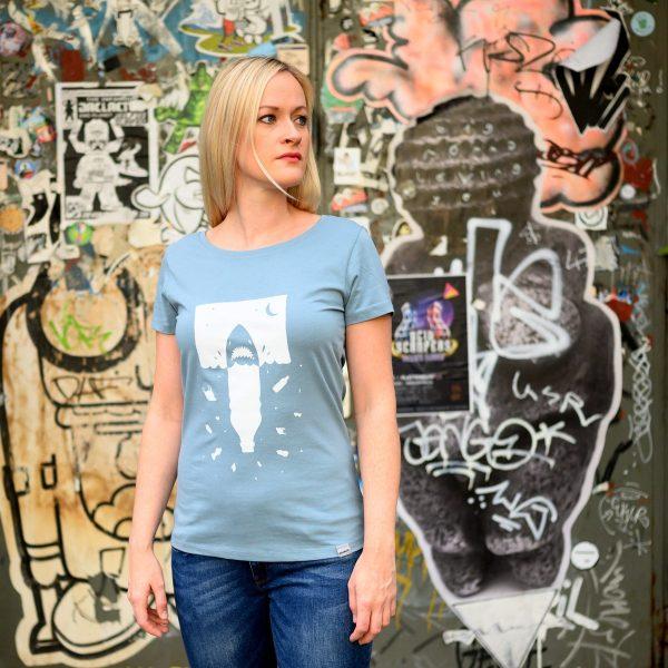 Daniel Bandholtz Bonn T-Shirt Plastik Hai Damen: Fair, Bio und handbedruckt