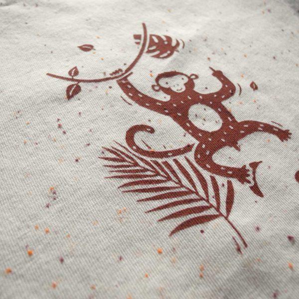 Frecher Affe Frauen T-Shirt: Handbedruckt, fair Trade und aus Bio Baumwolle von Daniel bandholtz aus Bonn