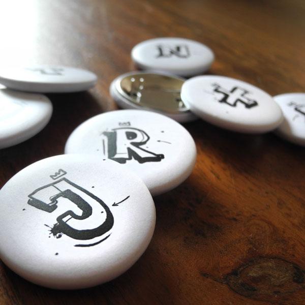 Buchstabe Button von Daniel Bandholtz - Detail